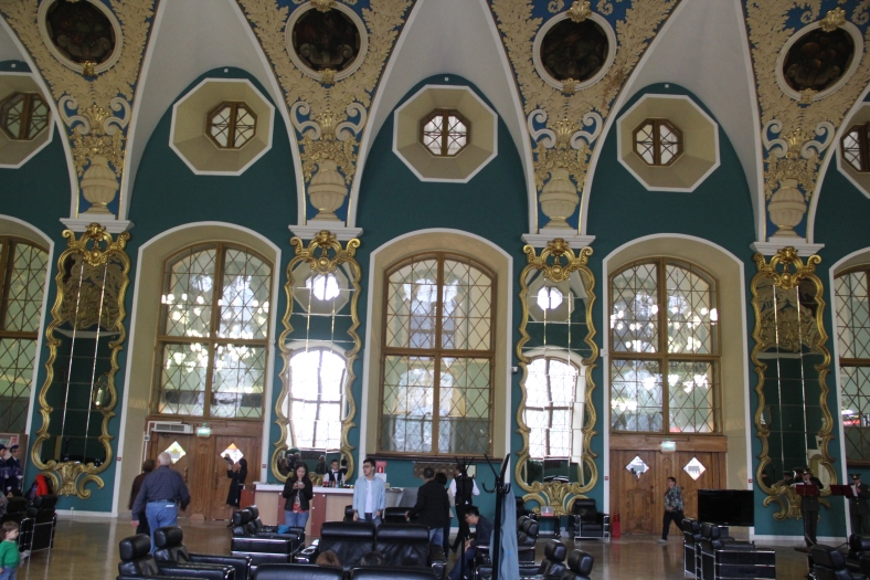 Moscow Station - Now thats what I call a Waiting Room !!¬