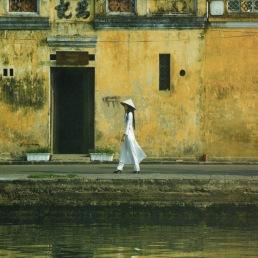 Girl in White Walking_20190219_092208